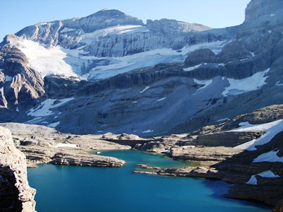 Lago-marbore-y-glaciar-monte-perdido