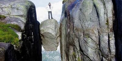 Roca-encajada-Noruega-kjeragbolte